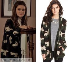 Emma Chota Fashion, Clothes, Style and Wardrobe worn on TV Shows Ciara Bravo, Androgynous Hair, Ripped Knee Jeans, Red Band Society, Black Ruffle Dress, Plaid Pencil Skirt, Casual Fall Outfits, Her Style, Fashion Outfits