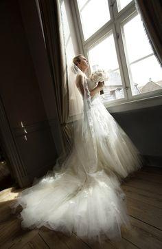 no Bilde:Bryllupsfotograf Ching Pang Mermaid Wedding, Wedding Dresses, Fashion, Pictures, Bride Dresses, Moda, Bridal Gowns, Fashion Styles, Weeding Dresses