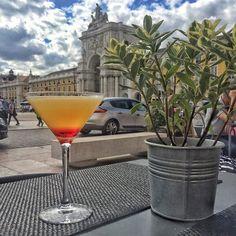 Toplantılar bitti Hafta sonunu Lizbon'un insanın ruhunu ısıtan güneşinde Jameson Sour la karşılıyorum#TGIF #MPLizbon #Lisboa
