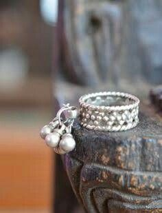 Pure silver ring with bells, tribal finger or toe ring or wear on hand great for Indian belly gypsy dance Silver Anklets Designs, Gold Mangalsutra Designs, Anklet Designs, Gold Earrings Designs, Necklace Designs, Sterling Silver Toe Rings, Vintage Silver Rings, Silver Jewelry, Indian Jewelry