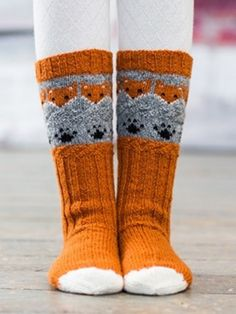 Inspired by the dainty lilac flower and starting with a scalloped edge, these socks are knit from the cuff down and embellished with flowers created b Crochet Socks, Knitting Socks, Hand Knitting, Knit Crochet, Knit Socks, Knitting Charts, Knitting Patterns, Fox Socks, Fox Pattern