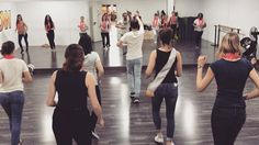 Estás de #celebración? Vente a la escuela y celébralo con una clase de #baile!