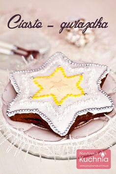 Ciasto gwiazdka - #przepis na ciasto gwiazda czyli piernik w kształcie gwiazdki, przełożony konfiturą, udekorowany lukrem i cukierniczymi dekoracjami.  http://pozytywnakuchnia.pl/ciasto-gwiazda/  #ciasto #kuchnia #wypieki