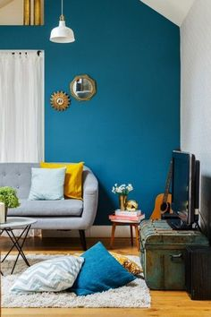 Blue and yellow interior design color scheme 00011 Indian Interior Design, Interior Design Color Schemes, Living Room Interior, Living Room Decor, Indian Interiors, Blue Interiors, Indian Living Rooms, Traditional Bedroom Decor, Yellow Interior