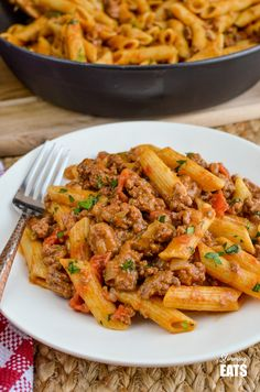 Syn Free One Pot Cheeseburger Pasta - the best pasta dish you will make this year PERIOD!! Slimming World and Weight Watchers friendly