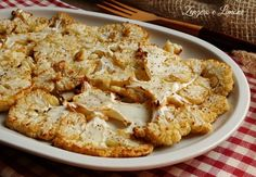 This roasted cauliflower is a very light, healthy and tasty side dish. If you are on a diet, try this delicious and easy recipe. Cooking For One, Easy Cooking, Healthy Cooking, Vegetable Recipes, Meat Recipes, Cooking Recipes, Cooking Ideas, Cauliflower Recipes, Roasted Cauliflower