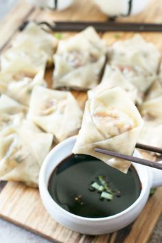 Steamed Vegetable Wontons from Cake n Knife vegetable recipes Vegetarian Wonton, Vegetarian Recipes, Cooking Recipes, Healthy Recipes, Healthy Food, Tapas, Wan Tan, Gastronomia, Kitchen