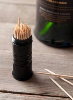 How to: Make DIY Whiskey Flavored Toothpicks Flavored Toothpicks, How To Make Whiskey, Coconut Cupcakes, How To Make Diy, Diy Arts And Crafts, Cool Diy, Food And Drink, Alcohol, Homemade