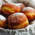 Gogosi aurii cu zahar pudra Fritters, Beignets, Pretzel Bites, Doughnuts, Ricotta, Good Food, Food And Drink, Gem, Bread