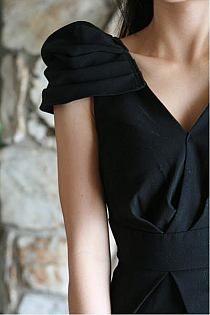 Sleeve//v-neck
