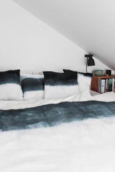 diy dip dye polster und bett berwurf mit grausam schlechten fotos vom herstellungsprozess. Black Bedroom Furniture Sets. Home Design Ideas