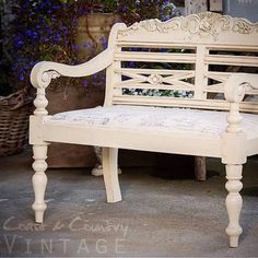 Gorgeous bench with amazing details by Coast & Country Vintage! Painted with Websters Chalk Paint Powder and sealed with L'Essential Wax.  #websterschalkpaintpowder #anybrandanycolor
