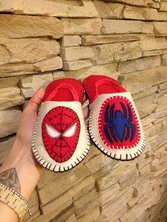 Ciabattine in feltro per bimbo Spider Man :)