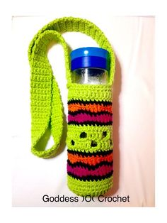 FREE crochet pattern for a Making Waves Water Bottle Holder by Goddess Crochet. Crochet Cozy, All Free Crochet, Learn To Crochet, Crochet Things, Cotton Crochet, Yarn Projects, Crochet Projects, Water Bottle Holders, Water Bottles