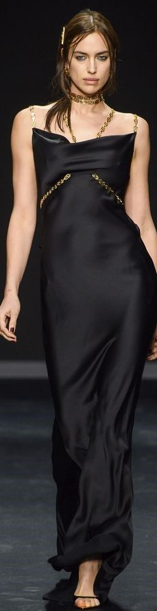 Atelier Versace, Gianni Versace, Couture Fashion, Luxury Fashion, Glamour, Irina Shayk, High End Fashion, Evening Gowns, Autumn Fashion