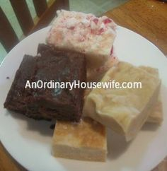 Fun Friday: Super Easy Fudge - An Ordinary Housewife Easy Christmas Treats, Christmas Goodies, Simple Christmas, Yummy Treats, Yummy Food, Tasty, Easy Fudge, Good Friday, Candy Recipes