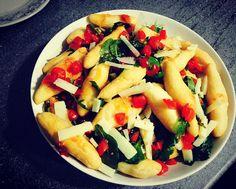 Angioletti fritti con pomodorini rughetta e scaglie di parmigiano.... #SiCucinaa by alefiocco