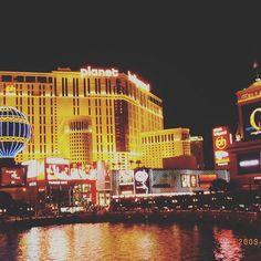 Instagram【yumi_irio】さんの写真をピンしています。 《背景シリーズ🤘🏻🤘🏻🤘🏻 ラスベガス🏆🎪🎷🎺🎰🎲🃏 眠らない街。  本場のshow見たいな 何度もいう 視力問題orz  今週もラストがんばりまshow←  ある意味休みのない週末へ、、、、 #週末のテンション#ネバダ州 #ラスベガス#Las Vegas #眠らない街#トリップ #旅#海外旅行#女子旅 #写真#夜景#カジノ》