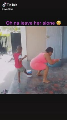 Crazy Funny Videos, Funny Prank Videos, Funny Videos For Kids, Crazy Funny Memes, Really Funny Memes, Cute Funny Baby Videos, Funny Pranks, Funny Relatable Memes, Funny Babies