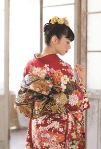 女優・ファッションモデルの小松菜奈が選ぶ振袖セレクション|京都きもの友禅