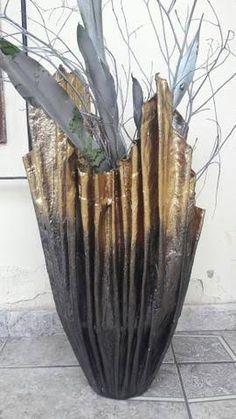 Resultado de imagem para vaso de toalha e cimento Cement Art, Concrete Crafts, Concrete Projects, Concrete Planters, Cement Flower Pots, Paper Vase, Pottery Art, Decorative Bowls, Creations