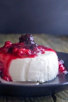 Panna Cotta one of the most delicious Classic Italian Dessert Recipes. A delicate and creamy chilled vanilla flavoured treat. Serve it with this easy berry sauce. It makes the perfect Entertaining or Family Dessert idea. Chocolate Panna Cotta, Vanilla Panna Cotta, Vanilla Flavoring, Italian Desserts, Easy Desserts, Dessert Recipes, Wine Cookies, Italian Wedding Cookies, Berry Sauce