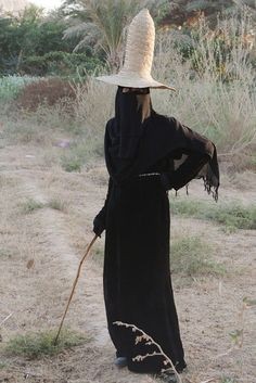 From Fishki: Women in the Hadramaut area wear all black and the ones who work in the fields wear tall conical shaped straw sunhats, which contrast quite starkly with their black clothes. Everybody wants to photograph them but unfortunately women in Yemen do not like being photographed, those in Hadramaut more so.  Yemen