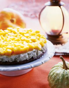 Salmiakki-mangotorttu | K-ruoka #halloween Joko, Waffles, Pie, Breakfast, Desserts, Torte, Morning Coffee, Tailgate Desserts, Cake