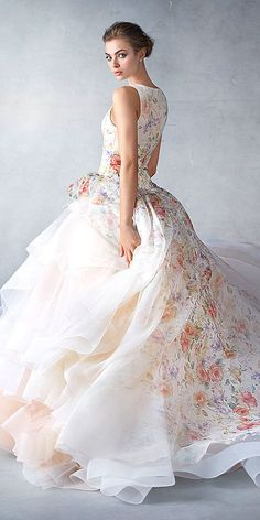 Beautiful Gowns, Beautiful Outfits, Bridal Gowns, Wedding Gowns, Style Feminin, Pnina Tornai, Moda Chic, Evening Dresses, Formal Dresses