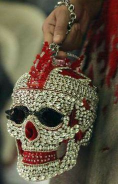 Love this skull purse. Skull Purse, Do It Yourself Fashion, Skull Fashion, Dark Fashion, Skull Jewelry, Jewellery, Skull And Bones, Day Of The Dead, Up Girl