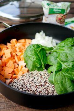 One Pot Quinoa mit Süßkartoffeln, Spinat und Avocado
