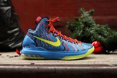 """Nike Lebron X & Nike KD V – """"Christmas"""" @ Kith NYC"""