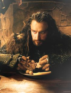 """dwarfsmut: """" tralalalally: """" 45/101 days 'til BotFA """" he is so poor all he can…"""