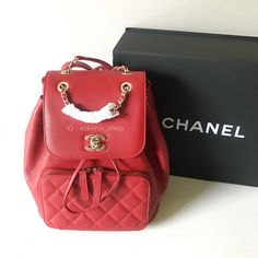 "9 Likes, 1 Comments - รับบัตรเครดิตชาร์จ3% (@eskimix_shop) on Instagram: ""ราคา 144,000 บาท พร้อมส่ง new Chanel Backpack Red Caviar ขนาด 9.8x9.6x6.7 นิ้ว…"""