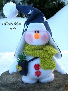 So sweet! Little fabric snowman with cute fleece star hat. Christmas Makes, Felt Christmas, Christmas Snowman, Christmas Crafts, Christmas Items, Homemade Christmas, Winter Christmas, Xmas, Sock Crafts