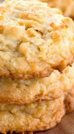 These delicious golden White Chocolate Macadamia Coconut Cookies are chocked full of white chocolate chips, macadamia nuts and coconut. Easy Chocolate Desserts, Chocolate Oatmeal Cookies, Oatmeal Cookie Recipes, Cookie Desserts, Cupcake Cookies, Dessert Recipes, Banana Cupcakes, Chip Cookies, Macadamia Cookies