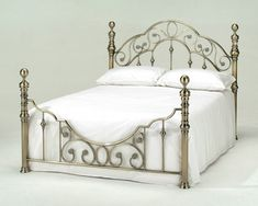 Harmony Florence Brass - double bed frame only - Antique Brass and headboard Baños Shabby Chic, Brass Bed, Brass Metal, Antique Metal, Vintage Metal, Vintage Style, Wrought Iron Beds, Antique Beds, Iron Furniture