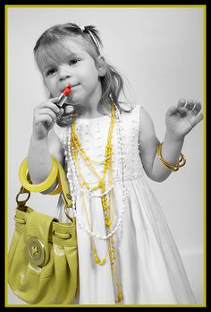 Little girl photo idea. @Angie Ab Pierson Maxwell - This made me think of your diva.