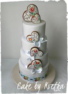 Folk wedding cake  by Andrea Kvetka