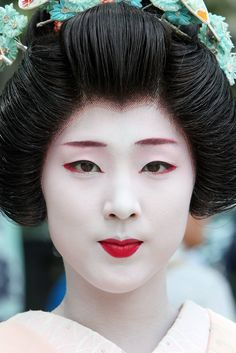Traditional Geisha- Halloween makeup inspiration