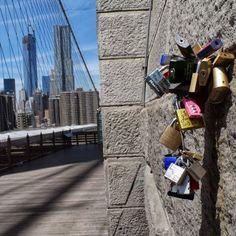 New York. Puente de Brooklyn. Porque las cosas de enamorados siempre llevan algún tipo de llave?