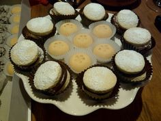 Chocolate alfajores and traditional manas