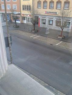 Der Blick aus unserem Bürofenster - Regen, Wind und Tristesse. Das sieht ja mal gar nicht nach Frühling aus in Neustadt/Aisch! Wie ist's bei euch so?  #Frühling #Neustadt #neasano #Frühlingsanfang #trist #grau