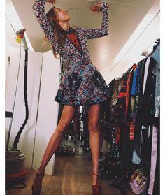 Karlie Kloss en pleine séance d'essayages à Paris http://www.vogue.fr/mode/mannequins/diaporama/la-semaine-des-tops-sur-instagram-janvier-2016/25248#karlie-kloss-en-pleine-sance-dessayages-paris