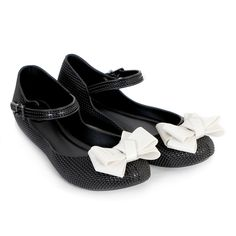 My current mary-janeish flats are wearing out so I'm looking for inspiration for an alternative...