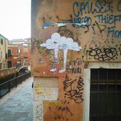 #clothingDay. #cloth #clothing #sky #venice #streetart #streetarteverywhere #arsenalepiu #wall #venicewalls #water #sun #wunderkammer #goodmorning
