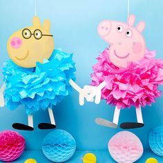 Try these super cute Peppa Pig party ideas for your little one's birthday, including decorations, party games and more. Perfect for pre-schoolers! Peppa Pig Party Games, Peppa Pig Pinata, Cumple Peppa Pig, 2nd Birthday Party For Girl, Pig Birthday, Peppa Halloween, George Pig Party, Pig Girl, Birthday Party Decorations Diy