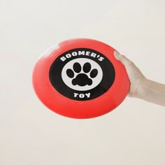 #Frisbee with the name of your #Dog or any other text. If it doesn't fit, ask me to adjust it for you (no extra cost). Old Fashioned Games, Frisbee Disc, Family Fun Night, Ultimate Frisbee, Pool Toys, Dog Paws, Hand Designs, Pet Gifts, Dog Design