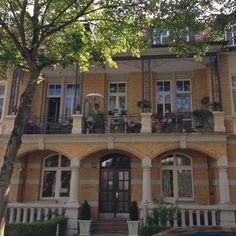Wunderschönes Haus in Kasselcity . ❤️💗👑💁🏻 #ausflug #entspannen #urlaub #sonne #kasselcity #kasselfornia #kasselistschön #kasselgram #mylondontan @ettinger.london #kasselistklasse #hessen #nordhessen #myhomeismykassel #weloveKassel #dokumenta #casselfonia