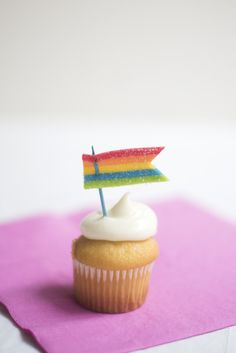 Edible Rainbow Flag Cupcake Toppers DIY | Oh Happy Day! | Bloglovin'
